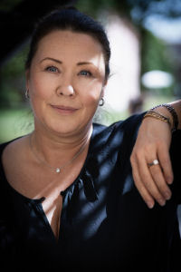 Ywonne Bjärkenrud, Klara Samtal